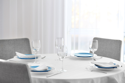 a perfectly set table after linen cleaning services